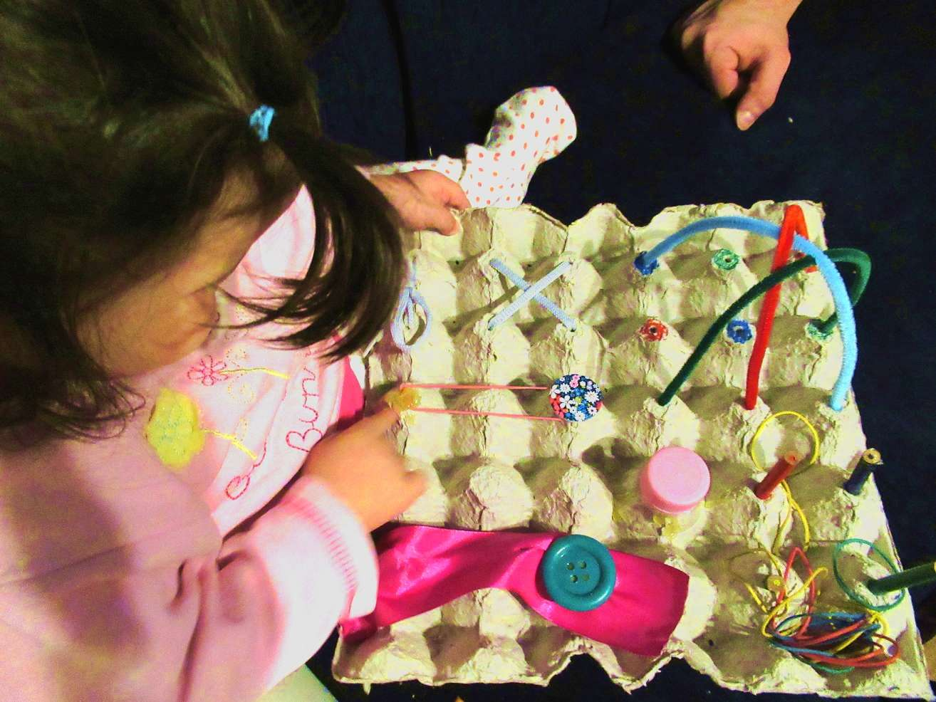Бизиборд от кора за яйца