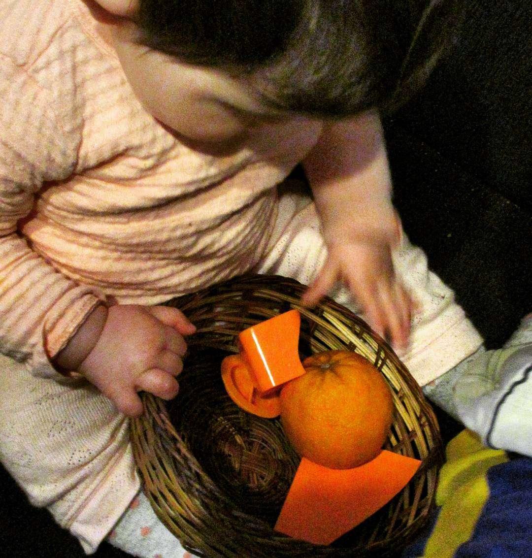 Оранжев е денят : среща с цветовете, докато играем