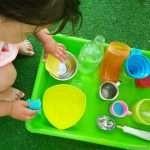 Забавляваме се с вода, докато се учим да се самообслужваме