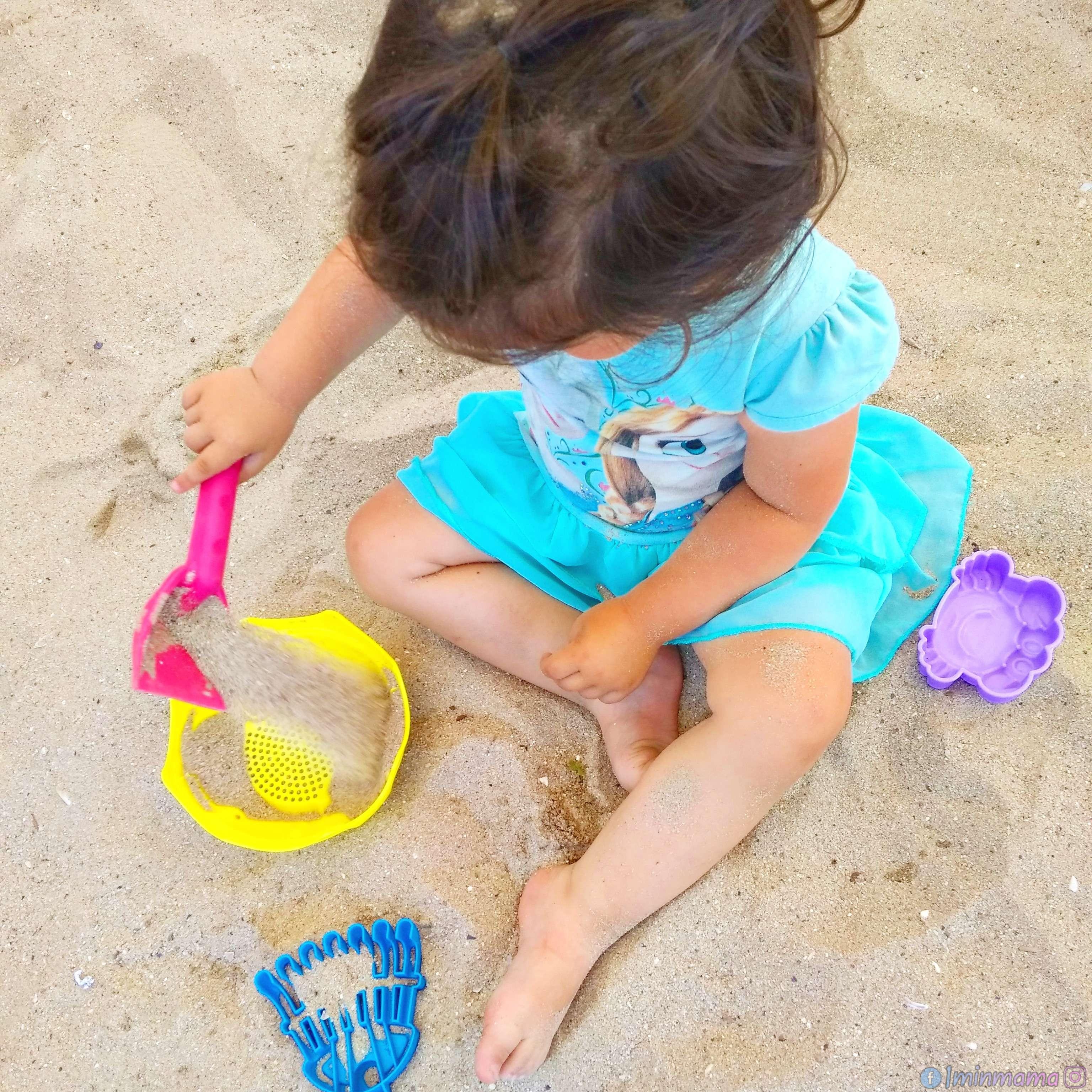 28 идеи за игри на плажа за децата от 1 до 3 години