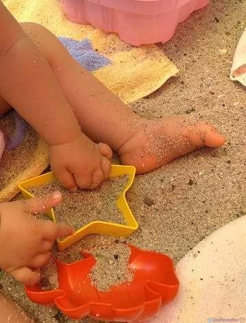 Игри на плажа за бебоци 6-12 месеца