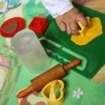 Сладки от пластилин за упражняване на формите и цветовете